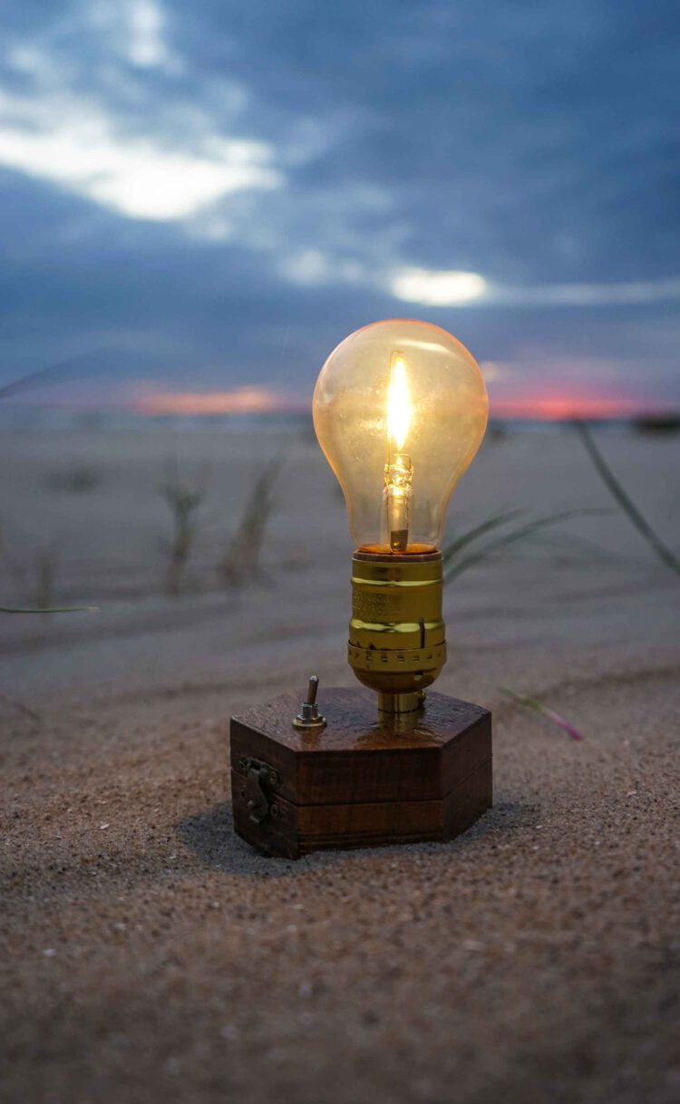 TIMEBULB-wireless-charging-cordless-lamp-bbq-event-design-decoration-pacific-ocean-carribean-sea-hawaii-seaside-beach-picnic-sunset-dinner-party-outdoors-garden-terrace-glamping-camping-edison-tent glamping-gadgets-vintage-cordless-wireless-charging-lamp-picnic-picknick-outdoor-camping-trekking-tent-#clamping-trends-2021-2022-roadtripping-beach-park-hiking-winepicnic-brotzeit-sunset #chicnic #picnic #glamping #camping #date #romanticdate #candlelight #candlelights #candlelightdate #candlelightdinner #travel #travelgadgets #outdoors #picniclamp #winepicnic #vesper #brotzeit #oktoberfest #timebulb #timebulbmoment #timebulbdinner #wedding #wedding2020 #weddingdecor #weddingtrends #wirelesslamp #cordlesslamp #tilmannschlootz #trends2020 #designtrends2020 #productdesign #tentlamp #gourmetpicnic #tabledecoration #tablelamp #festival #festivalstyle #festivals2021 #bohostyle #vtg