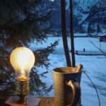 TimeBulb-cordless-lamp-wireless-charging-vintage-industrial-edison-bulb-rustic-candlelight-kabellose-lampe-vanlife-winter-picnic-espresso-cup-veranda-tea-coffee-mug-nature-mountains-tinyhouse-3